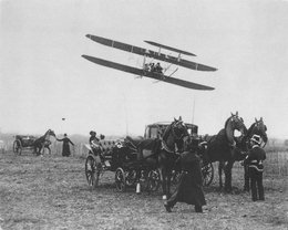 1909 fly over horse & buggies!